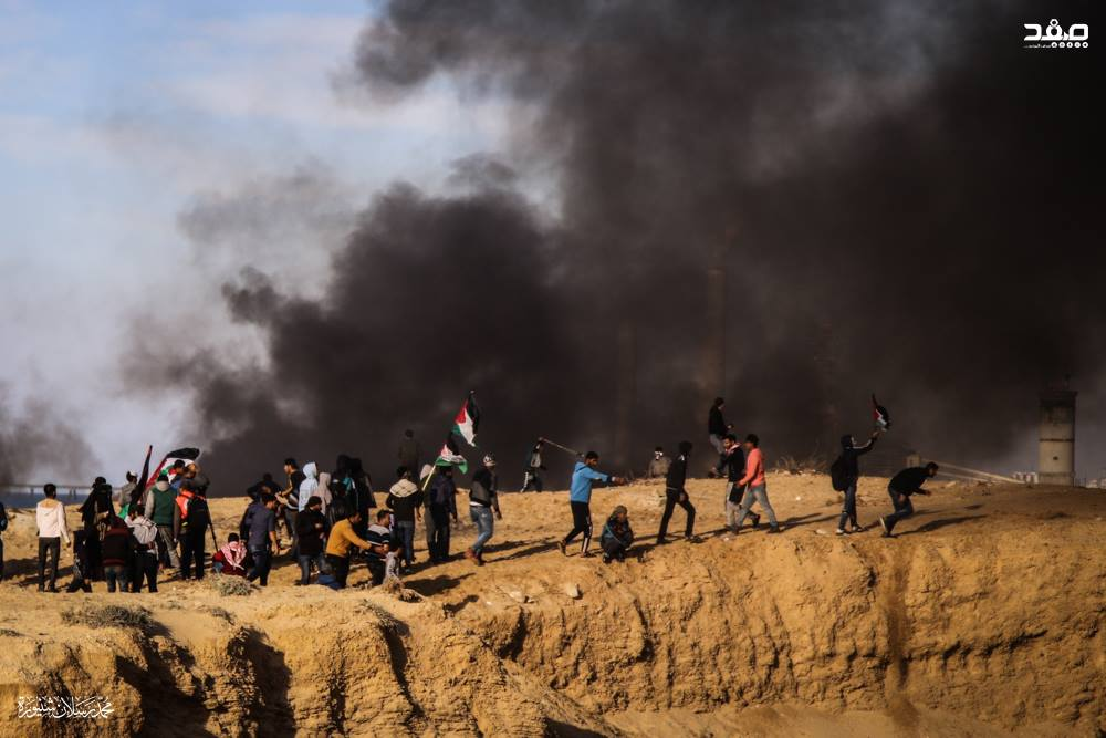 Palestinians in the northern Gaza Strip burn tires during the riot accompanying the mini-flotilla (Supreme National Authority Facebook page, January 29, 2019).