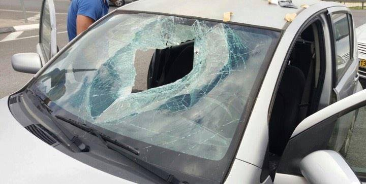 Israeli vehicle damaged by a rock thrown near the village of Hamza, east of Jerusalem (Palinfo Twitter account, March 11, 2018).