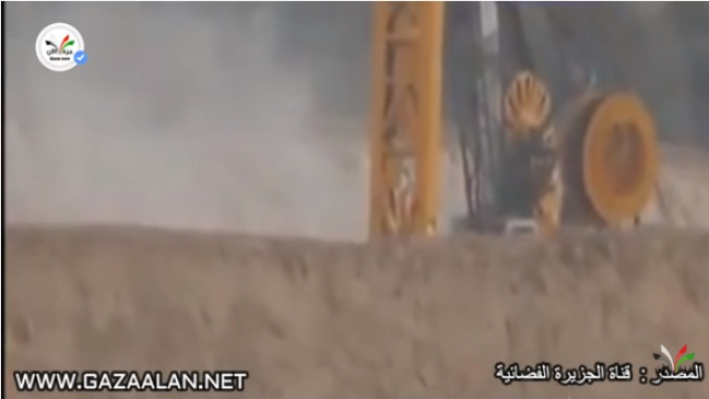 Smoke rising from the burning equipment (gazaalan.net YouTube channel, March 24, 2018).