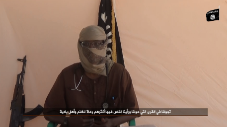 The doctor Yusuf al-Majiratini, who immigrated from Canada to ISIS's Islamic State and was killed, talking about the medical needs of the province. The ISIS flag appears on the top right (Shabakat Shumukh, January 23, 2019)