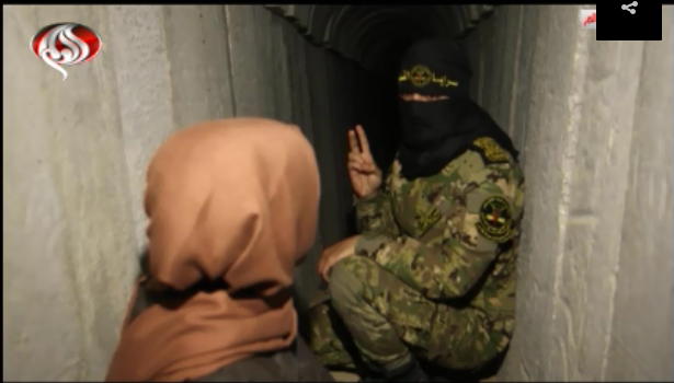 Israa' al-Bhiesi, a reporter for al-Alam TV in the Gaza Strip, visits a PIJ terrorist tunnel (al-Alam TV, Iran, February 24, 2019).