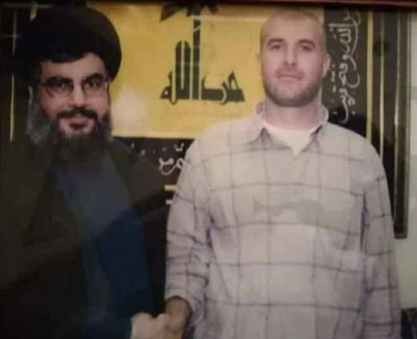 Nasser Jamil Hudruj, former commander of Hezbollah's rocket battalion in Syria, shaking hands with Hezbollah leader Hassan Nasrallah (Twitter, June 10, 2018).