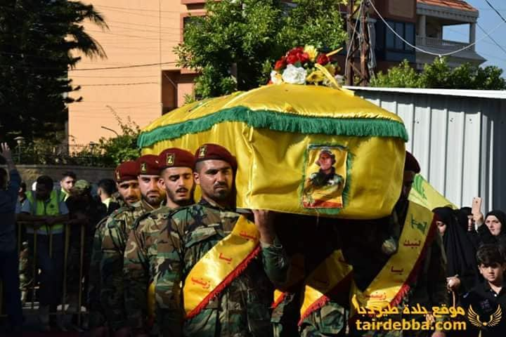 Nasser Jamil Hudruj's coffin being carried by Hezbollah fighters in the town of Al-Ghassaniyah in southern Lebanon (website of the village of Tir Daba, June 9, 2018). Senior Hezbollah figures attended the funeral, including the head of the Hezbollah faction in the Lebanese Parliament, Muhammad Ra'ed, the mayor of Al-Ghassaniyah and clerics (Al-Ahed website, June 9, 2018). On June 12, 2018, Hezbollah held a memorial service for him in Al-Ghassaniyah, attended by Hassan Nasrallah's representative, Sheikh Ali Jaber, and the head of the Hezbollah faction in the Lebanese Parliament, Muhammad Ra'ed (Al-Ahed website, June 12, 2018). Senior Hezbollah figures regularly attend funerals of Hezbollah fatalities in Syria.