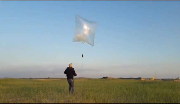 Launching the balloon with the RPG warhead attached (