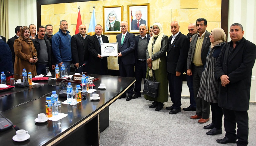 Interim Prime Minister Rami Hamdallah bids farewell to the various delegations on the eve of his departure from the government (Wafa, March 18, 2019).