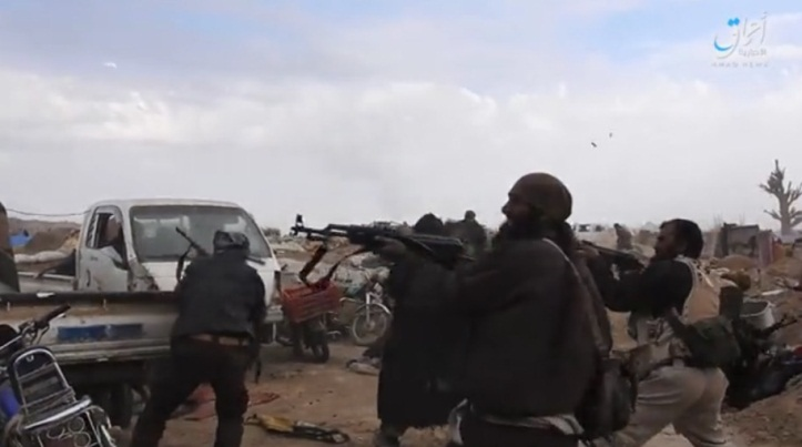 ISIS operatives shooting at the SDF forces in Al-Baghouz (Telegram, video released by the Amaq News Agency, March 18, 2019)