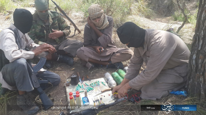 ISIS operatives making IEDs (Shabakat Shumukh, March 17, 2019)