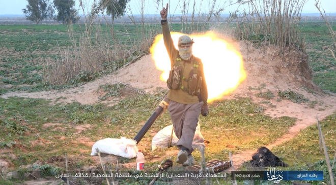ISIS operative launces a mortar shell at a village northwest of Baqubah (Shabakat Shumukh, February 14, 2019).