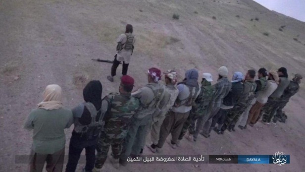 "ISIS operatives pray before leaving to ambush fighters of the ""popular mobilization"" in Khanaqin (Nasher News Agency, April 19, 2019)."