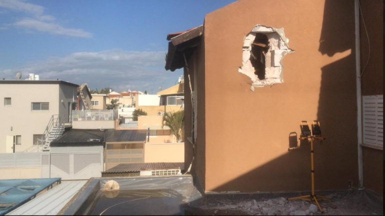 Direct hit on a house in Sderot (Talking Media Group, March 26, 2019).