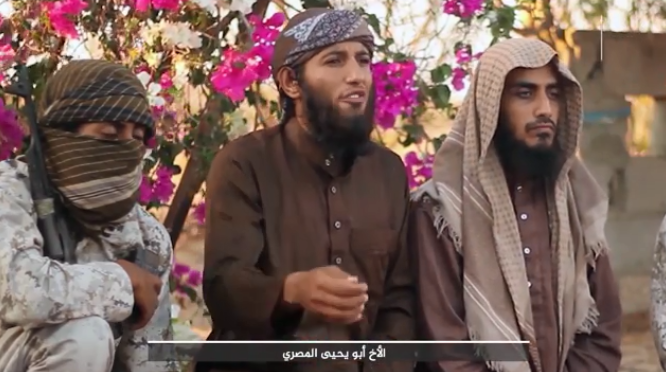 Operative codenamed Abu Yahya Al-Masri (i.e., the Egyptian) (in the center) calling on ISIS operatives all over the world to know that Allah is their Master and that their reward in Paradise is guaranteed.