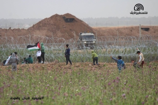 Children near the security fence east of Jabalia (Palinfo Twitter account, March 31, 2019).
