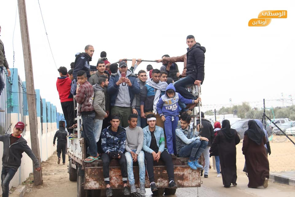 Palestinian demonstrators en route to the march in the central Gaza Strip (Shehab Facebook page, March 30, 2019).