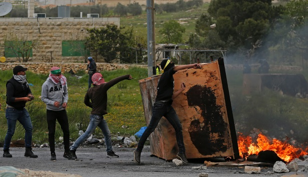 Palestinians riot at the northern entrance of al-Bireh (Wafa, March 30, 2019).