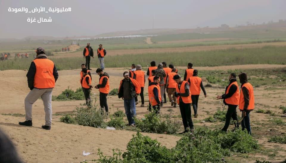 Hamas operatives wearing orange vests deployed to keep order (Palinfo Twitter account, March 31, 2019).