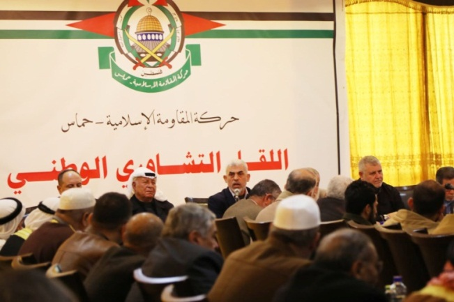 Yahya al-Sinwar meets with Supreme National Authority members. Also present at the meeting were public figures, mukhtars and academics (Hamas website, April 6, 2019).