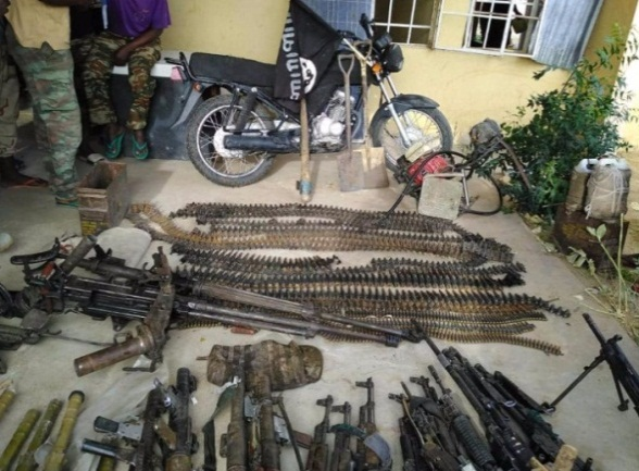 Weapons, ammunition and equipment seized from ISIS operatives killed in clashes with the Nigerian army and the Cameroonian army in Borno State (Twitter account of the Nigerian army, April 14, 2019).