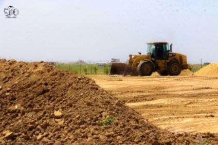 Earthworks to prepare the area east of Gaza for the tent camps and the construction of a dirt embankment. According to the Palestinians, the embankment was intended to protect them from the IDF forces (PALINFO's Twitter account, March 26, 2018)