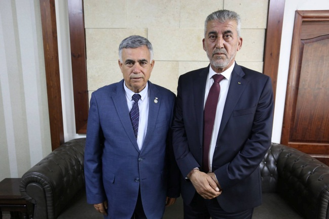 Incoming minister Majdi Saleh (right) with the outgoing minister  (Facebook page of the PA ministry of local government, April 14, 2019).