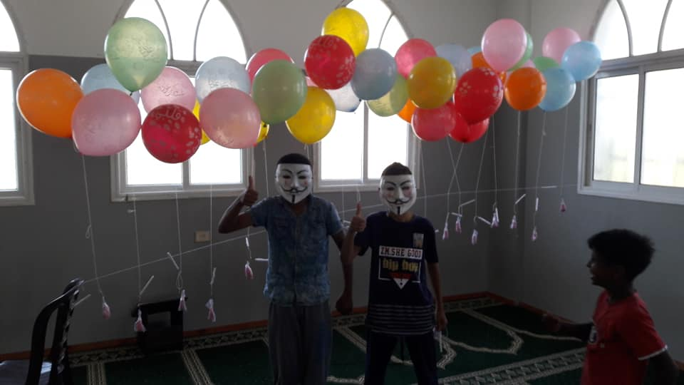 Incendiary balloons prepared by the Sons of al-Zouari in eastern Khan Yunis (Unit's Facebook page, April 29, 2019).