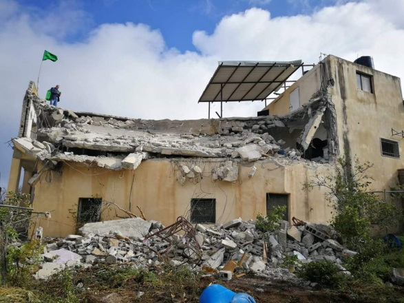 Demolishing the house of Palestinian terrorist Saleh al-Barghouti in the village of Kobar (Palinfo Twitter account, April 17, 2019).