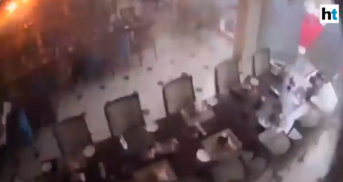The suicide bomber enters the restaurant on April 21, 2019 (YouTube channel of ADA derana, April 26, 2019).