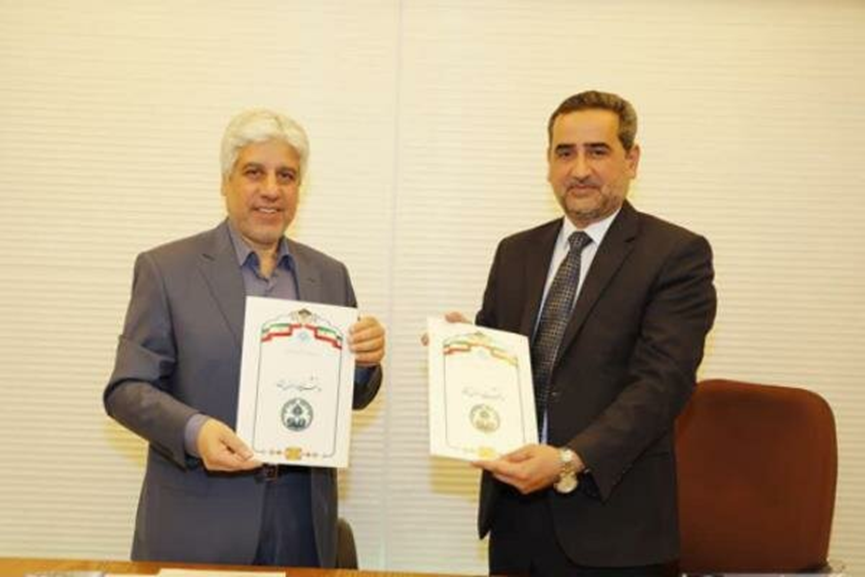 The chancellors of the University of Najaf and University of Isfahan sign the memorandum of understanding (Mehr, April 27 2019).