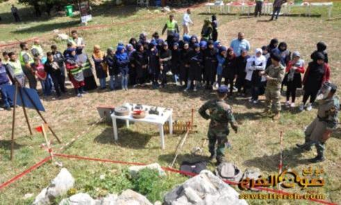 The event in Wadi al-Hujeir: joint activity of the Lebanese army soldiers (in the foreground) and activists of the Islamic Health Organization – Hezbollah's health organization (in the background and on the left) (Sawt al-Farah website, April 19, 2018)