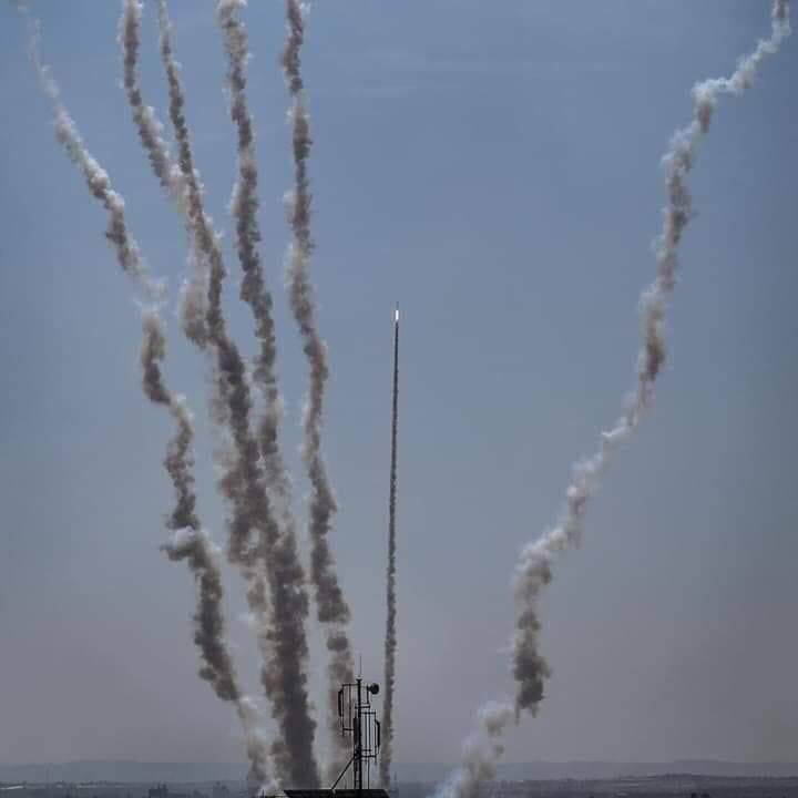 Rockets fired from the Gaza Strip at Israel (Palinfo Twitter account, May 4, 2019).