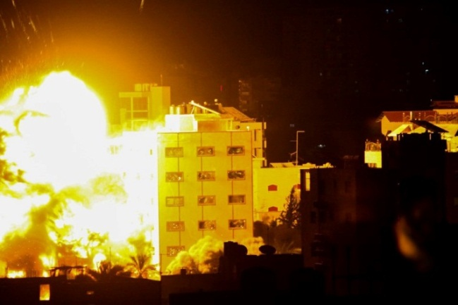 An attack on a building in Gaza City. which to the IDF spokesman housed Hamas' general security and military intelligence (QudsN Facebook page, May 5, 2019).