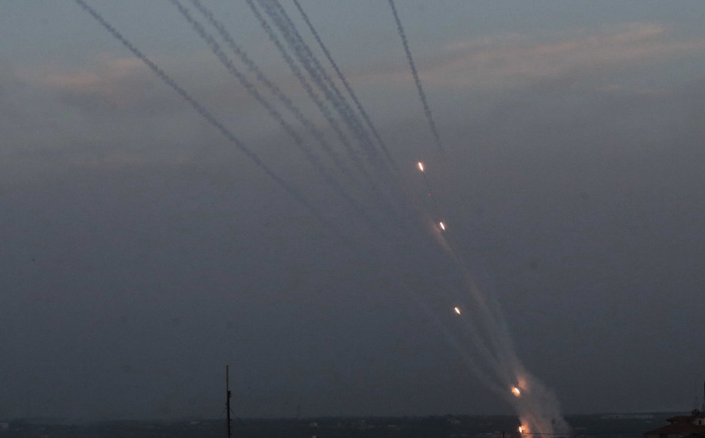 Launching rockets at Israel from the Gaza Strip (Palinfo Twitter account, May 5, 2019). The picture at the right shows at several rockets launched at the same time.