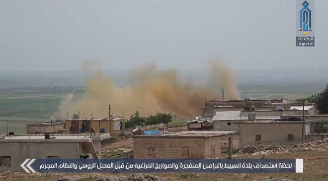 Smoke rising in the wake of the airstrikes in the village of Al-Hobait, south of Idlib (Ibaa, May 2, 2019)