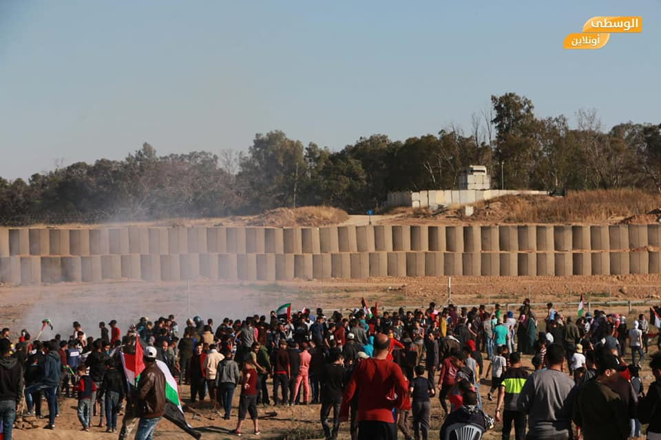 Gathering and clashes near the security fence (Supreme National Authority of the Great Return March Facebook page, May 3, 2019).