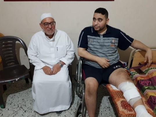 Ahmed al-Kurd, who is in charge of the Wounded Portfolio, visits the wounded of the return marches on the occasion of Eid al-Fitr in June 2018 (Facebook page of Ahmed al-Kurd, June 17, 2018)
