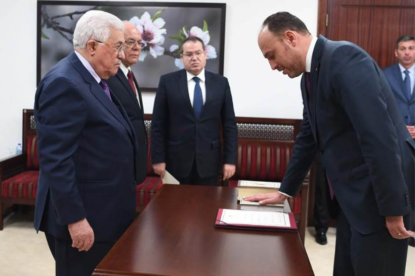 Husam Zomlot swears loyalty to Mahmoud Abbas during his appointment as PA representative to the United States (Husam Zomlot's Facebook page, March 7, 2017)