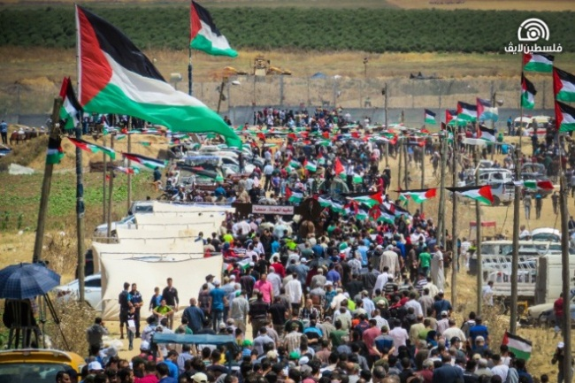 Right: Participants in the Nakba Day events in eastern Gaza City (Palestine Live, May 15, 2019).