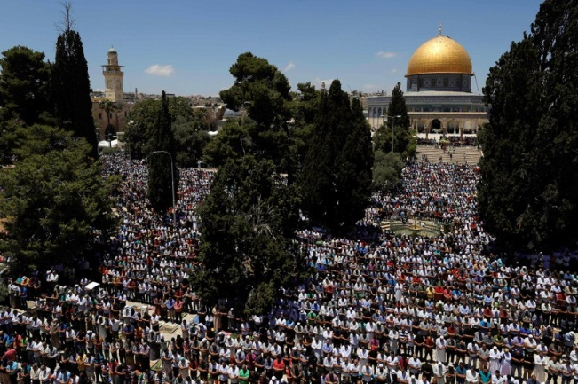 The prayer of the second Friday of Ramadan on the Temple Mount.