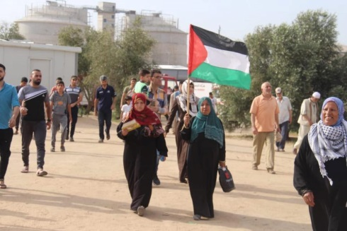 A relatively small number of demonstrators en route to the return camp east of the al-Bureij refugee camp (Palestine Post Facebook page, May 24, 2019).