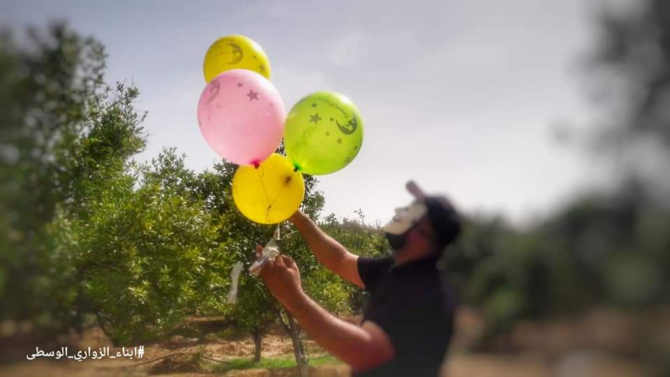 Sons of al-Zawari operatives in the central Gaza Strip launch incendiary and IED balloons into Israel territory (Palinfo Twitter account, May 23, 2019).