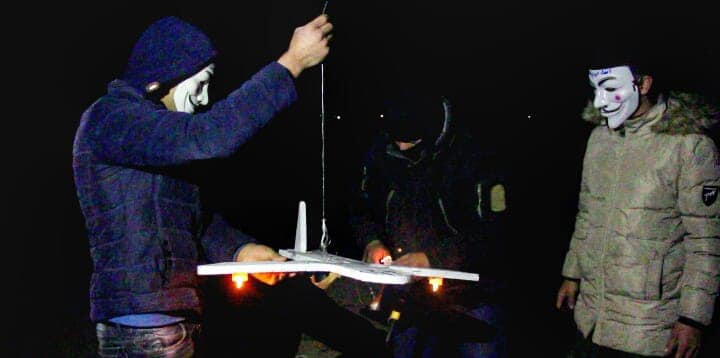 Operatives of the Sons of al-Zawari unit attach a model airplane to a balloon cluster (Sons of al-Zawari in the Gaza Strip Facebook page, March 25, 2019). On May 24,2019, the Israeli media reported that a model airplane had been launched from the Gaza Strip, and another was launched and exploded inside the Gaza Strip, wounding two terrorist operatives.