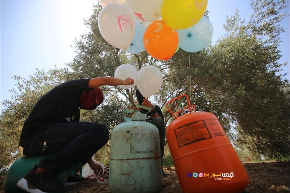 Operatives of the Ahfad al-Nasser unit in the central Gaza Strip launch incendiary balloons, apparently on June 2, 2019 (Ahmed al-Najar's Facebook page, June 2, 2019).