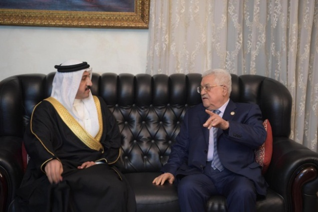 Mahmoud Abbas meets with the envoy of the king of Bahrain.