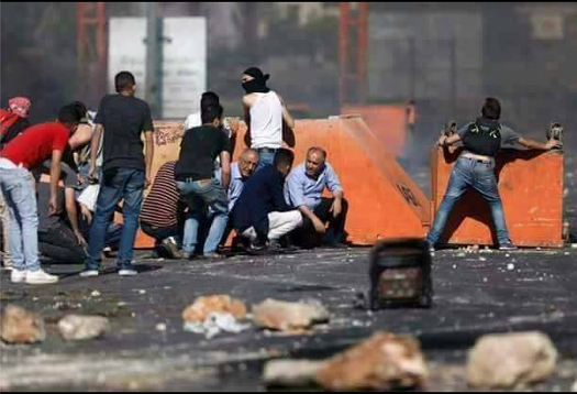 Jamal Hawil, a Fatah member of the Palestinian Legislative Council, representing Jenin, participates in a riot against Israeli forces at the Beit El roadblock (Jenin al-Hadath Facebook page, May 14, 2017).