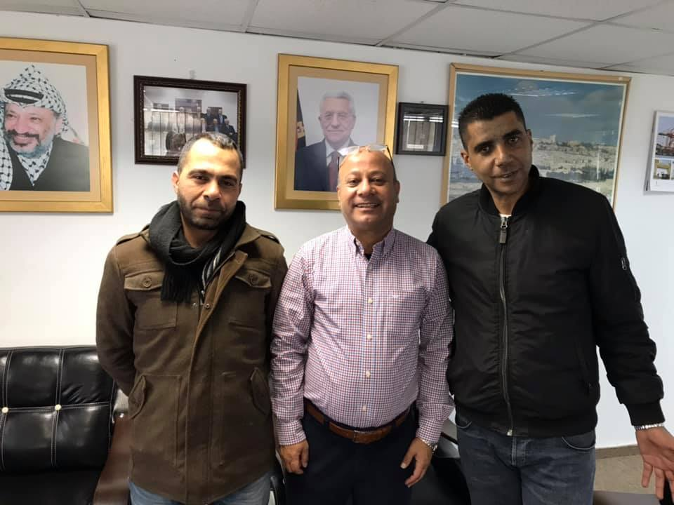 Picture posted by Zakaria Zubeidi to his Facebook page with Ahmed Abu Houli (center), a member of the PLO's Executive Committee, and his friend Tarek Barghouth (Zakaria Zubeidi's Facebook page, January 13, 2019).