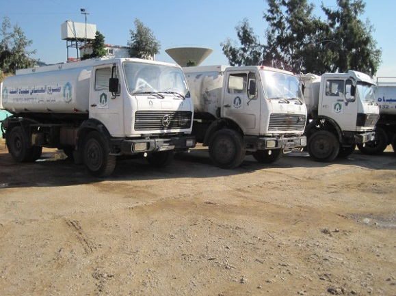 Tankers belonging to Jihad al-Bina, as part of the project for the distribution of drinking water to the residents of the southern suburb of Beirut.
