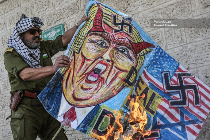 Burning pictures of Trump in Gaza (Twitter account of photojournalist Dawoud Abo Alkas, June 24, 2019).