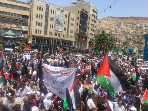 Demonstration in Nablus with the participation of senior Fatah figure Mahmoud al-'Alul (official Fatah Facebook page, June 25, 2019).