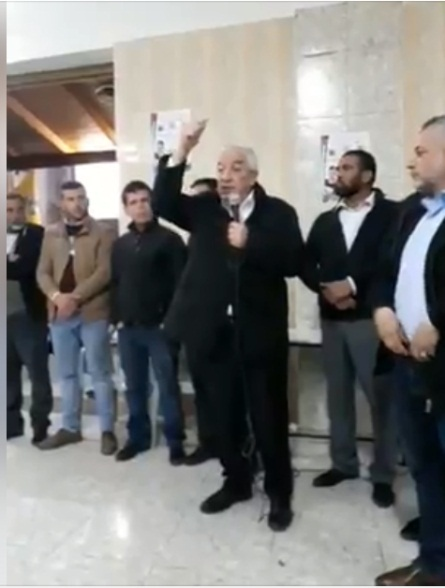 Senior Fatah figure Mahmoud al-'Alul speaking in the mourning tent erected for Omar Abu Layla (official Fatah Facebook page, March 23, 2019).