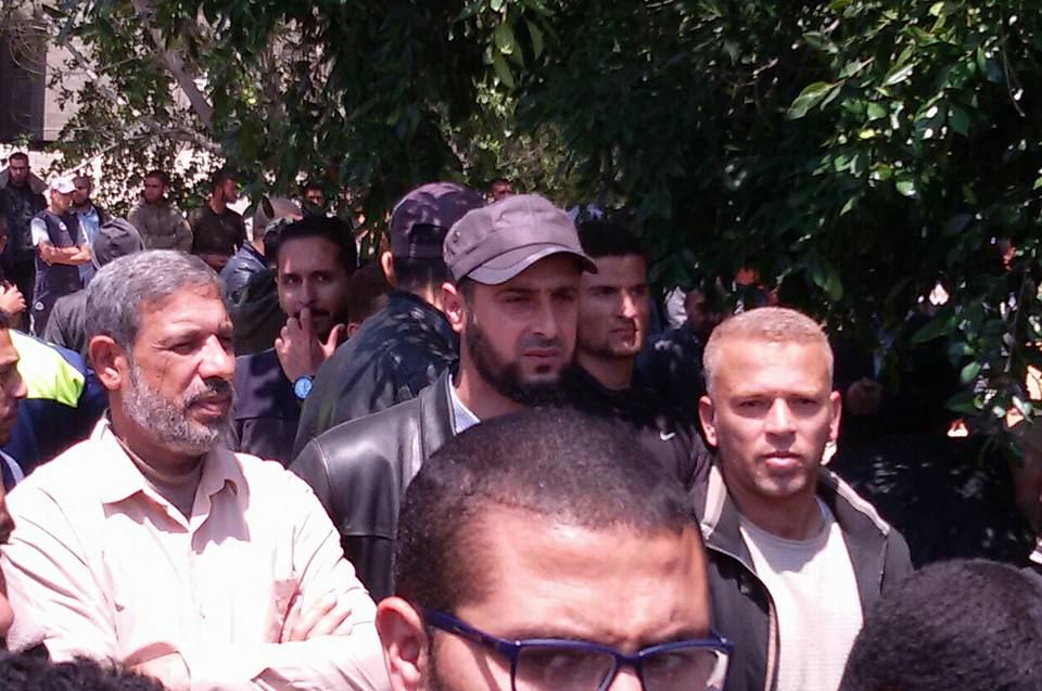 Abdallah al-Hamayda with other PRC senior figures at the funeral of a terrorist operative held in Rafah (PRC Facebook page, April 23, 2018)