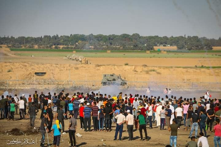 Palestinian demonstrators at the return march in eastern Khan Yunis (I'lam Khan Yunis Facebook page, July 5, 2019).